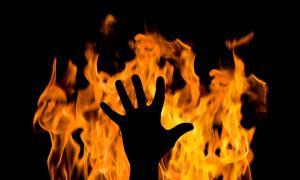 تفاصيل مقتل الأم العشرينية حرقا