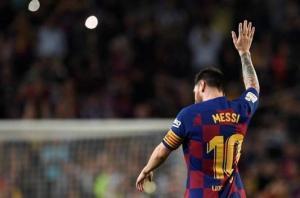 برشلونة يسعى إلى تمديد عقد ميسي