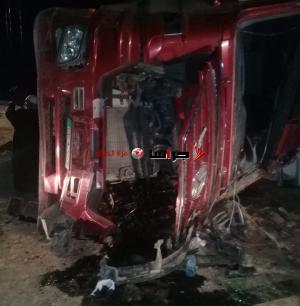 وفاة بتدهور شاحنة على الطريق الصحراوي (صور)