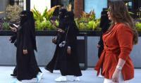 """السعودية تحقق مع """"مُدوّن"""" دعا نساء المملكة لحرق نقابهن!"""