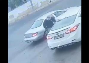 "اعتداء  على سائق سرفيس بـ""موس"" (فيديو)"