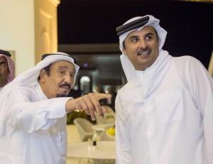 الملك سلمان يوجه دعوة لأمير قطر لحضور القمة الخليجية