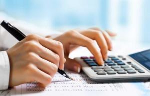 دراسة توصي بعدم فرض ضرائب جديدة على الموظفين