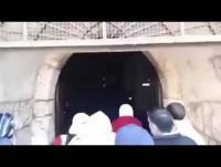 المقدسيون يعيدون فتح باب الرحمة (فيديو)