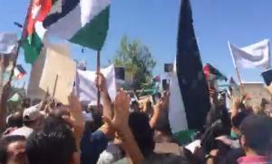 وقفة احتجاجية كبيرة للمعلمين في الزرقاء (فيديو)