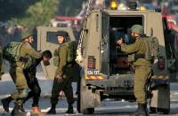 الاحتلال يعتقل 8 مواطنين من الخليل