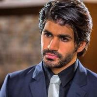 ممثل كويتي متهم بعمل مخل بالآداب !