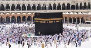 السماح للمعتمرين بالتنقل خارج مكة والمدينة