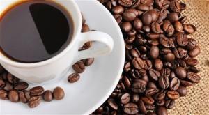 لهذا السبب ..  اشرب الماء قبل القهوة والشاي