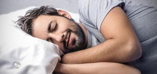 مكونات طبيعية تساعد على النوم بسهولة