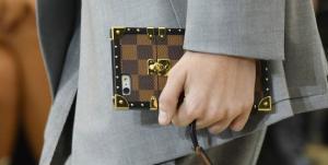 بالصور ..  حقائب خاصة للآيفون بتوقيع دور الأزياء العالمية