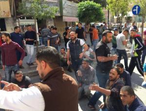 عمال الوطن بجرش يقتحمون مكتب رئيس البلدية