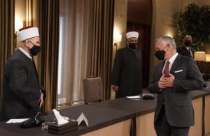 الملك يدعو لتوظيف أموال الزكاة لدعم المشاريع الصغيرة