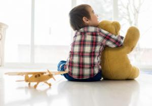 كيف تكتشفين أن طفلك مصاب بالتوحد؟