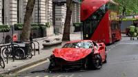 نجاة مغني بريطاني من حادث خطير