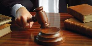 أشخاص استخدموا تصاريح لمؤسسات لا يملكونها أمام القضاء