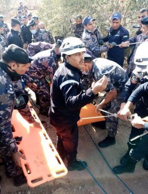إنقاذ شخصين سقطا ببئر ماء في الشوبك