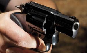 الزرقاء ..  مواطن يقتل زوجته ويصيب ابنته بالرصاص