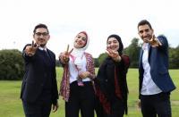 """طلبة فلسطينيون يتربعون على عرش قصر """"آشردج"""" بلندن"""