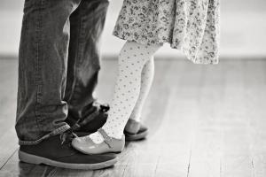 ما خطورة بدانة الوالد على بناته؟