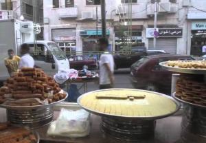 دعوة للسماح للمطاعم الشعبية والحلويات باستئناف عملها