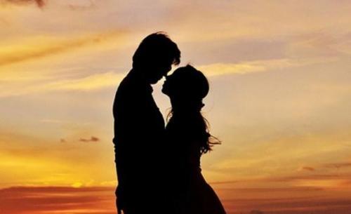 كم من الوقت تحتاج لتقع بالحب؟
