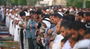 الحكومة تحدد ساعات الخروج لصلاة الجمعة