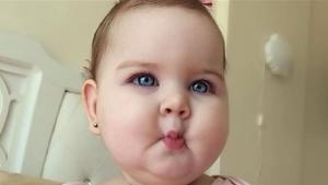 هذه الطفلة جذبت الاف المتابعين على مواقع التواصل (صور)