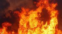 حريق بمحيط مسجد في الزرقاء