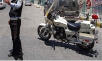 إصابة رقيب سير اثر اصطدام مركبة مطلوب بدراجته