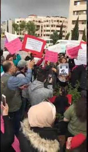"""اعتصام نسائي تضامنا مع ضحية جرش """"أبو عكليك"""" (فيديو)"""