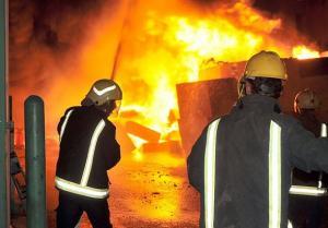"""حريق يلتهم مستودعا لصناديق """" البوليسترين"""" في اربد"""
