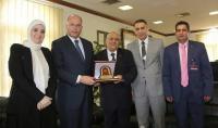 نائب رئيس جامعة الشرق الأوسط يزور جامعة مؤتة