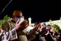 الإحتلال يمنع المصلين من دخول الحرم الإيراهيمي