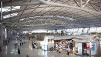 """مسافر قضى 100 يوم في المطار بسبب """"كورونا"""""""