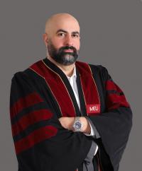 جامعة الشرق الاوسط الدكتور زريق يحصل على شهادة استشراف المستقبل
