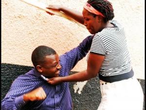 يدخل المستشفى بعد تعرضه للضرب المبرح من زوجته