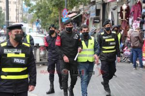 عمان ..  مخالفة 57 مواطنا لم يرتدوا الكمامة