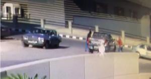 في وضح النهار ..  مجهولون يعتدون ويحطمون مركبة مواطن بالبيادر (فيديو)