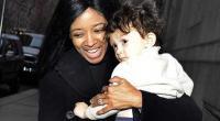 عارضة تلقي بطفلها من الطابق 25 قبل أن تنتحر