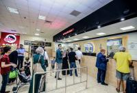 الإحتلال يمنع سفر 57 فلسطينيا من السفر عبر معبر الكرامة