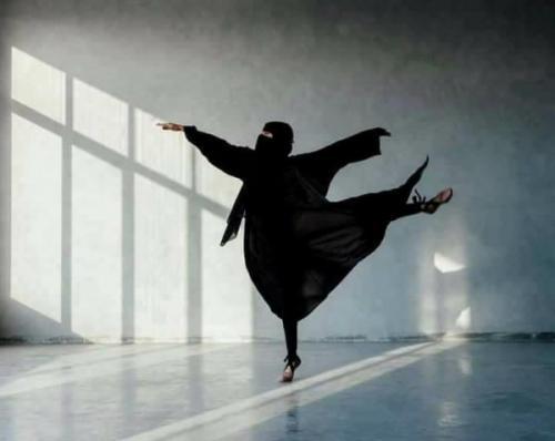 """""""باليه النقاب"""" يثير جدلاً على مواقع التواصل الاجتماعي (صور)"""