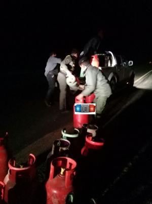 """سقوط 45 إسطوانة غاز من شاحنة على """"الصحراوي""""  (صورة)"""