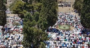 150 ألفا أدوا صلاة الجمعة الأخيرة من رمضان في المسجد الأقصى