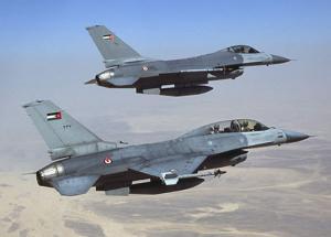 """سقوط طائرة """"إف 16"""" أردنية في السعودية ونجاة قائدها"""