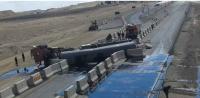 انقلاب صهريج نفط يغلق الطريق الصحراوي (صور)