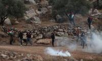 حالات اختناق اثر قمع الاحتلال مسيرة في نابلس