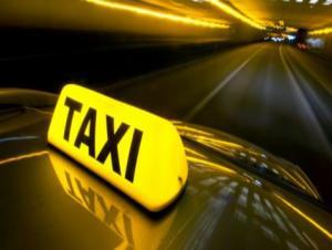 تكريم سائق تكسي أعاد مصاغ ذهبية لأصحابها