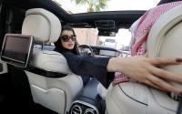 الحظر انتهى ..  والسعوديات يقدن السيارات