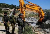 الاحتلال يخطر بهدم سبعة منازل شرق يطا